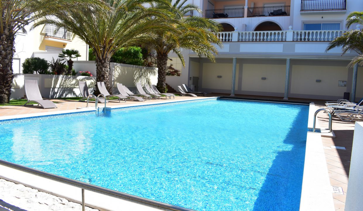 Praia Del Rey, 3 bedroom apartment, w/ heated pool. 2 minutes from the beach