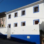 Lovely 3 bedroom country house with exposed wood interior. Close to Óbidos, 10 mins from the beach and the golf courses of Bom Sucesso, Royal Obidos and Praia Del Rey.