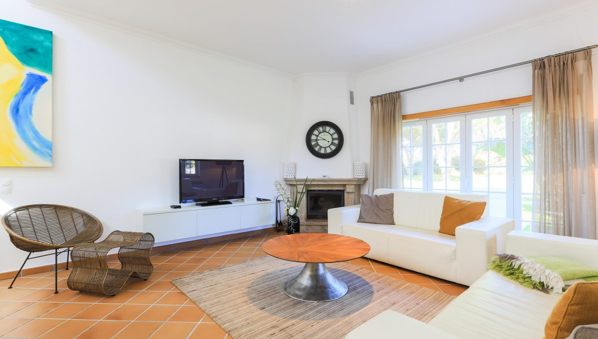 Modern & Spacious Two Floor Private Condominium For Rent Located Near Óbidos and Peniche